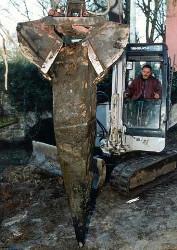 ERKA Pfahl: Fund eines alten Spickpfahls während einer Nachgründung