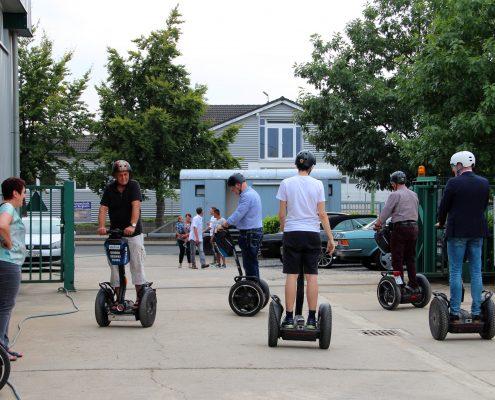 Die Gäste erfreuen sich an Segway-Touren durchs Industriegebiet.