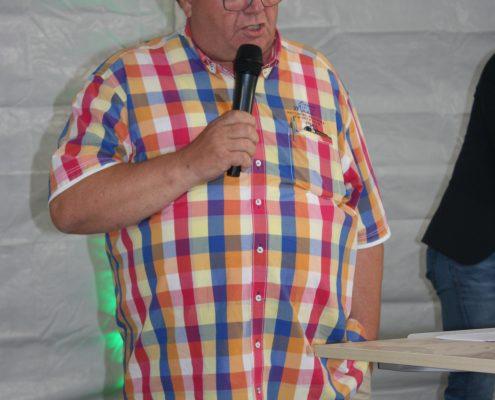 Henk de Jong richtet noch ein paar rückblickende Worte an seine Gäste.